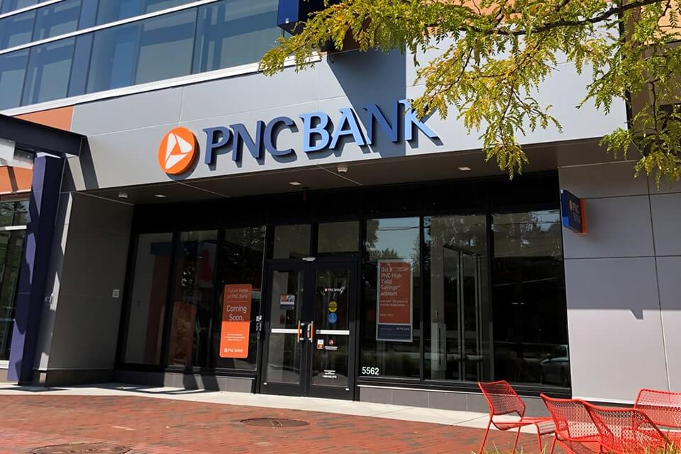 Storefront image of PNC Bank